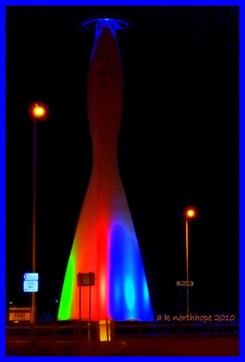 """""""Leuchtturm"""" - Leuchtende Säule/ rainbow night - light house in London"""
