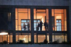 Leute im Rathaus RX-20-51-col
