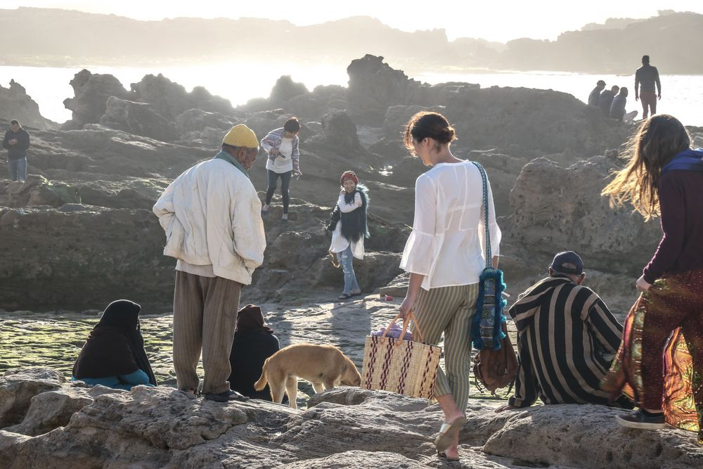 Leute nachmittags Felsen Meer maroc M-84