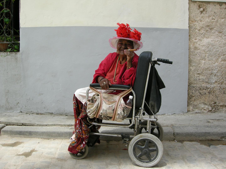 L'Havana - anziana in sedia a rotelle - marzo 2010