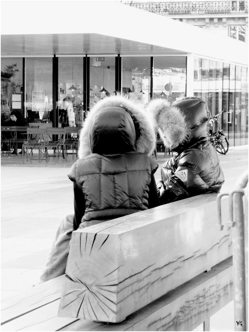 L\'hiver sur un banc au soleil... mais emmitoufflés... photo et image ...