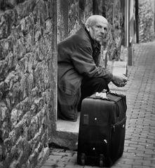 < L'homme à la valise >