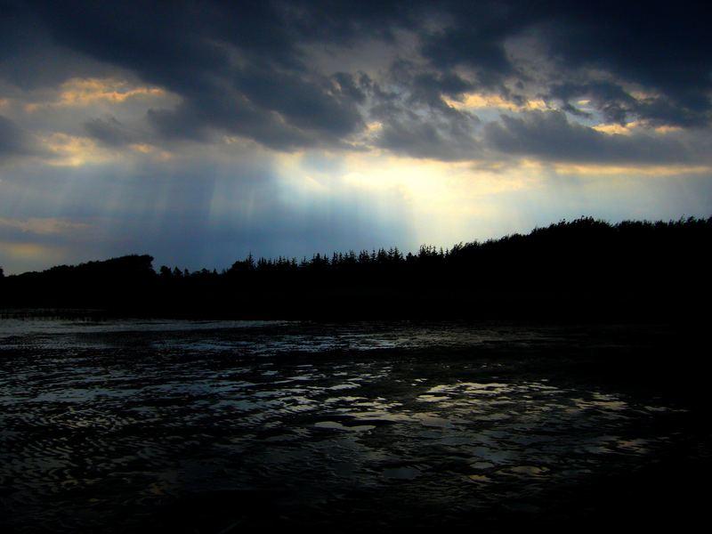 Licht am Ende des sturmverhangenen Horizonts