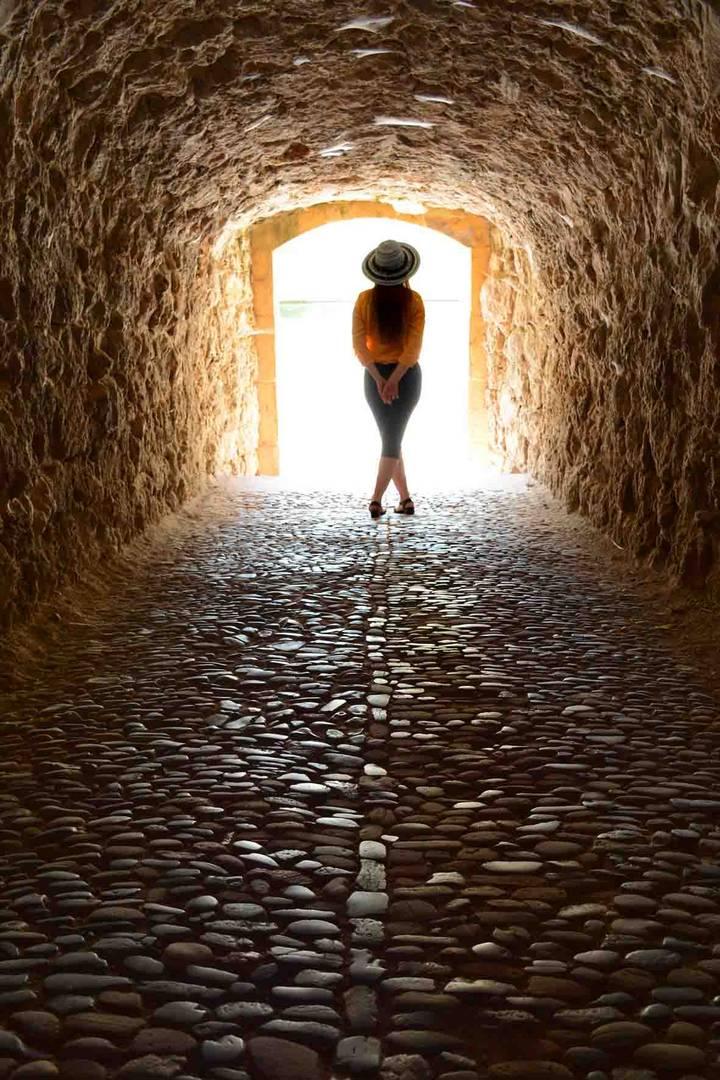 licht im tunnel foto bild architektur tunnel tunell. Black Bedroom Furniture Sets. Home Design Ideas