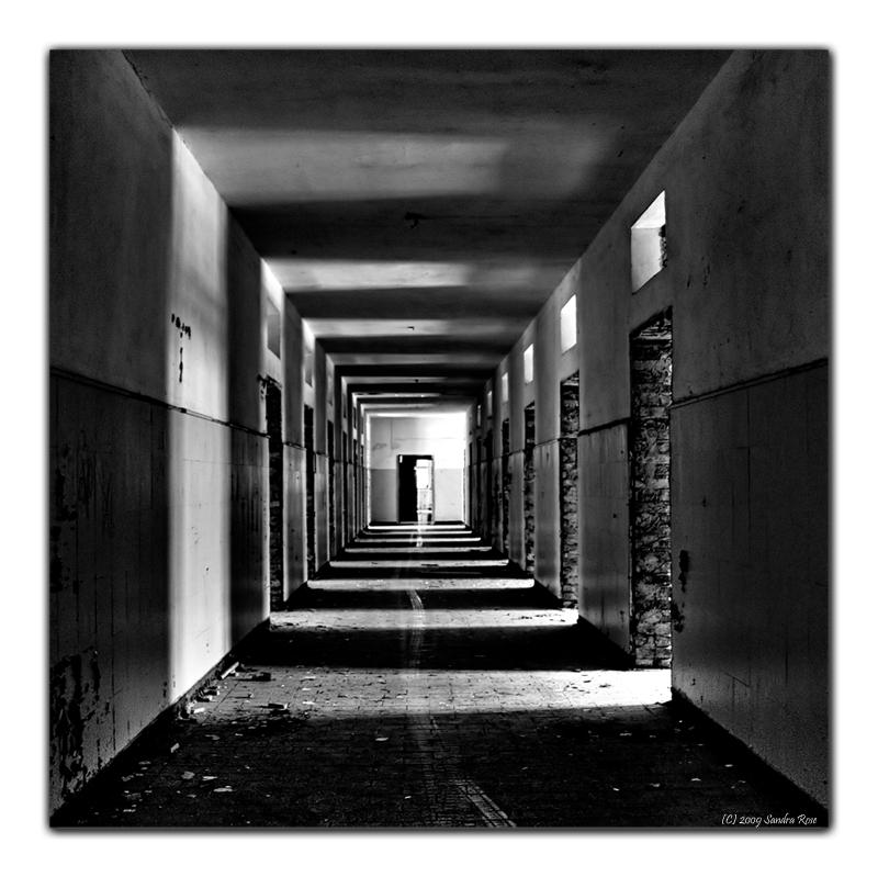 Lost Places Fotos: *Licht & Schatten* Foto & Bild
