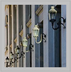 Licht und Lampendiagonalen am Residenztheater München -Die da im Dunklen und die da im Licht-