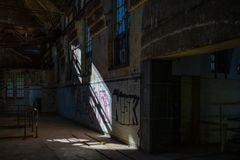 Licht und Schatten im alten Klärwerk