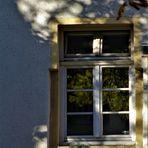 licht und Schattenspiel auf ländlichen Häusern