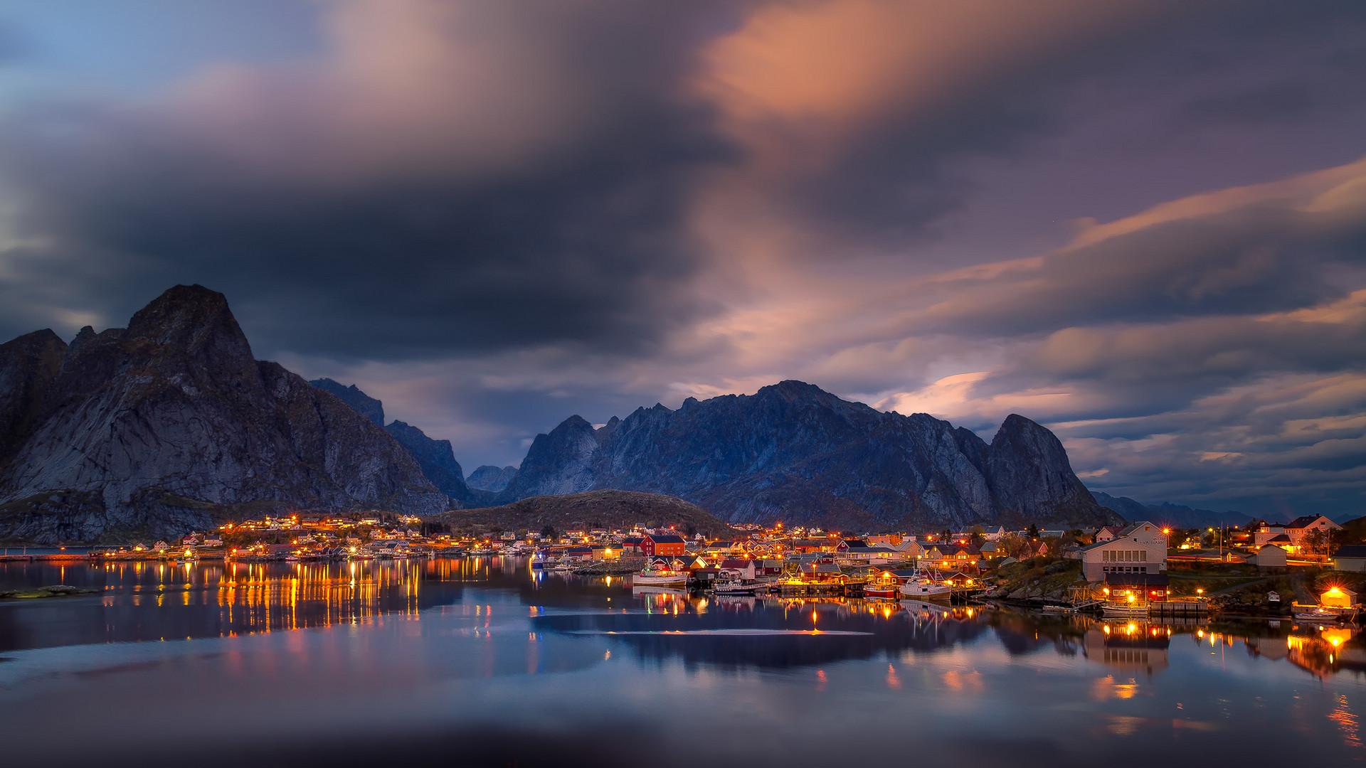 Lichter am Fjord