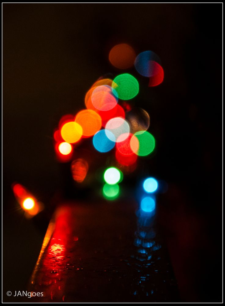 Lichterkette im Regen