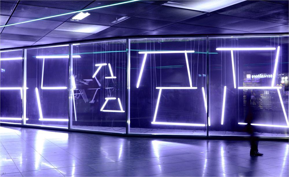 Lichtkunst in der U-Bahn Station
