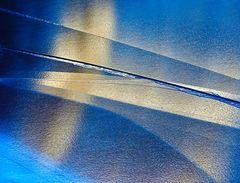 Lichtspiegelungen im gefrorenen Bergsee...