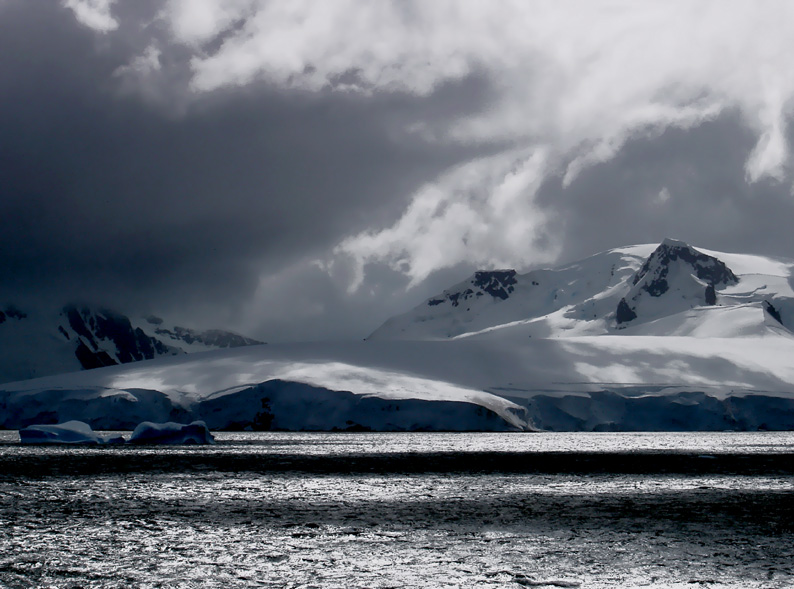 Lichtspiel in der Antarktis