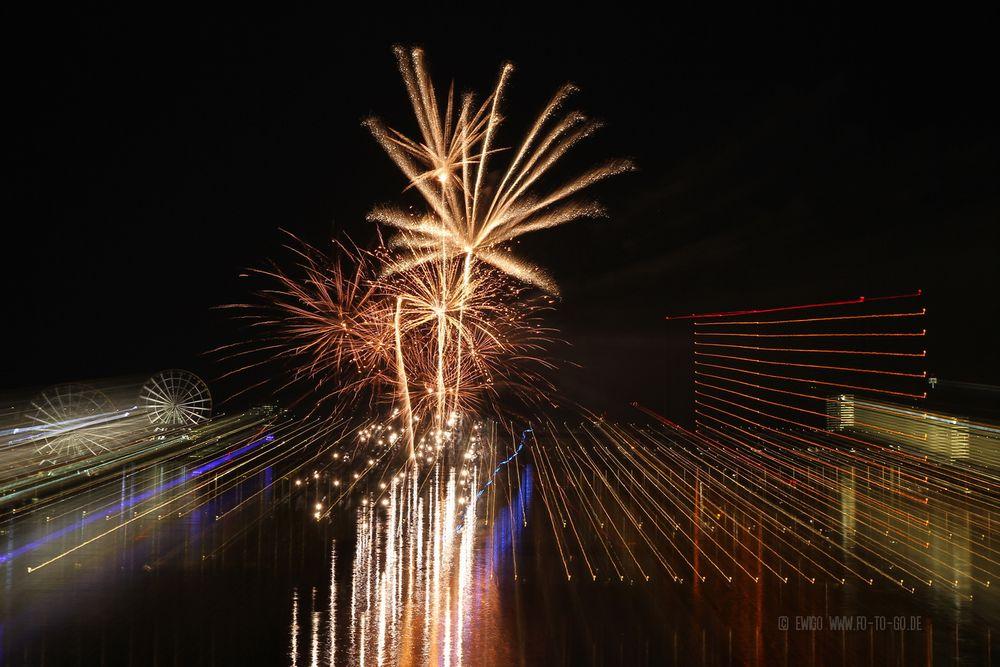 Lichtspiele mit Feuerwerk Düsseldorf