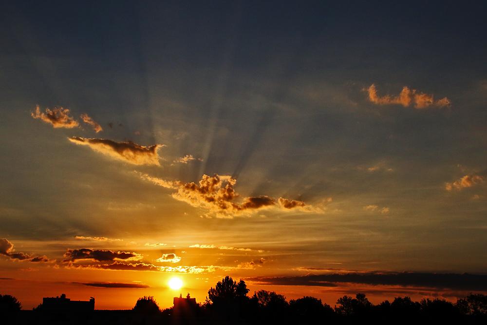 Lichtstrahlen bei Sonnenaufgang