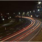 Lichtstreifen auf einer 4 Spurigen Straße