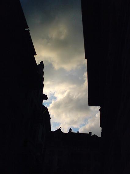 lichtwolkenmeerstadtschluchtplatz