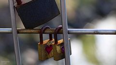 Liebesbotschaft an Gitterstäben
