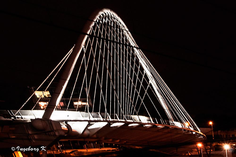 Liége - Autobrücke am Bahnhof Guillemins