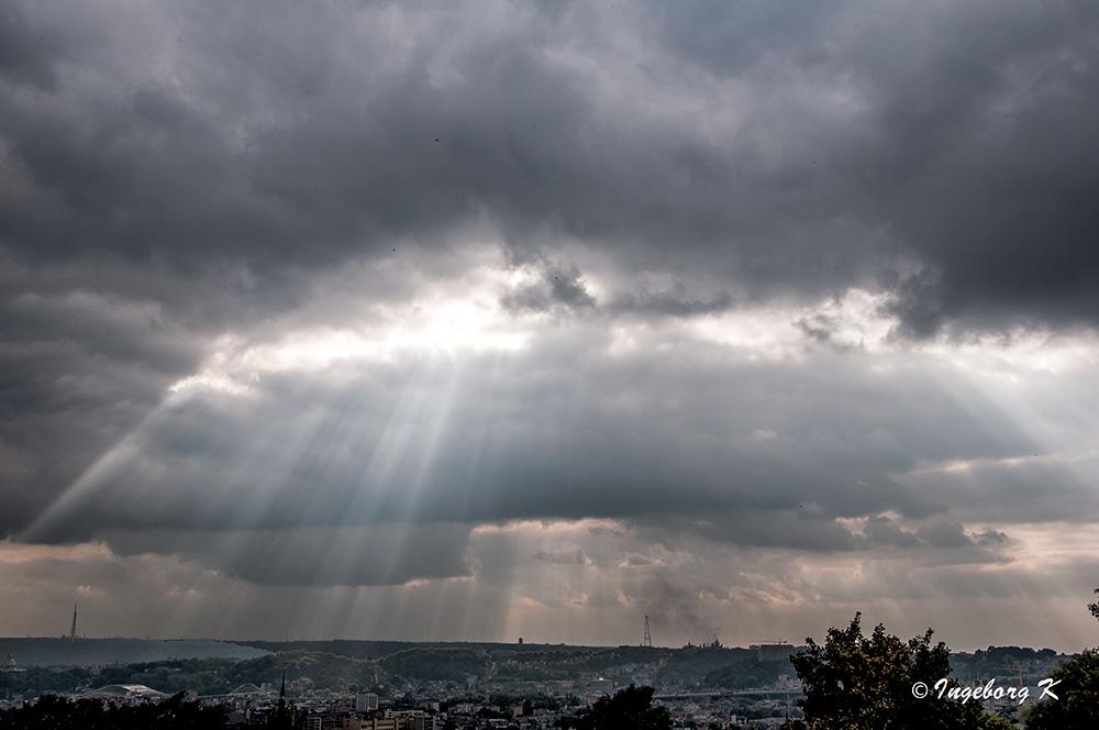 """Liége - Der Wettergott zwingt zu einer kleinen Pause - vor dem wieder """"trocknen"""" Abend"""