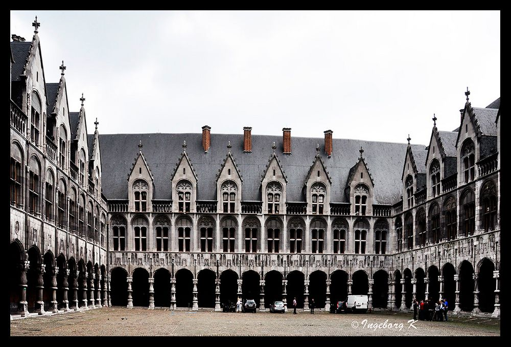 Liége - Fürstbischöflicher Palast - Innenhof