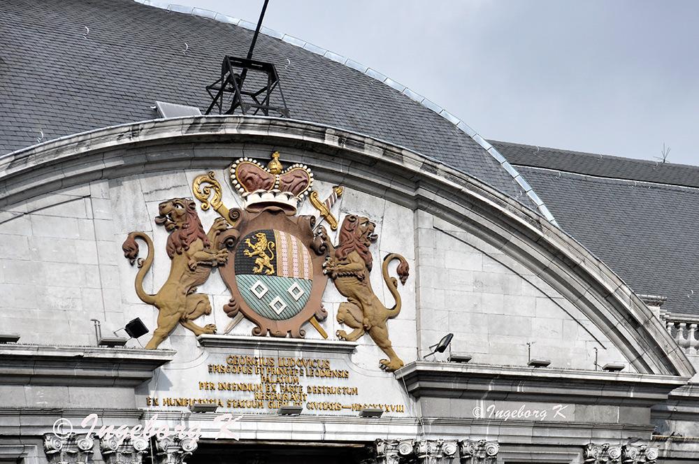 Liége - Fürstbischöflicher Palast - Wappen über dem Tor