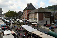 Liége - Maasufer mit Museum im Kontor Curtius