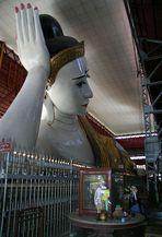Liegender Buddha in ganzer Länge ,70 Meter.