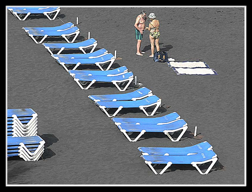 Liegestühle am Strand von Puerto
