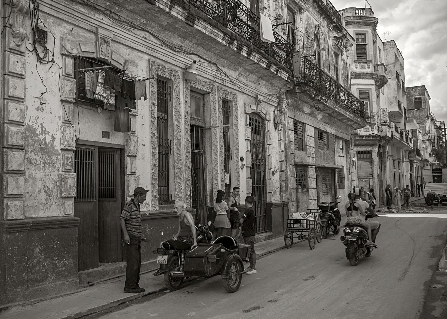 Life goes on in Habana Vieja