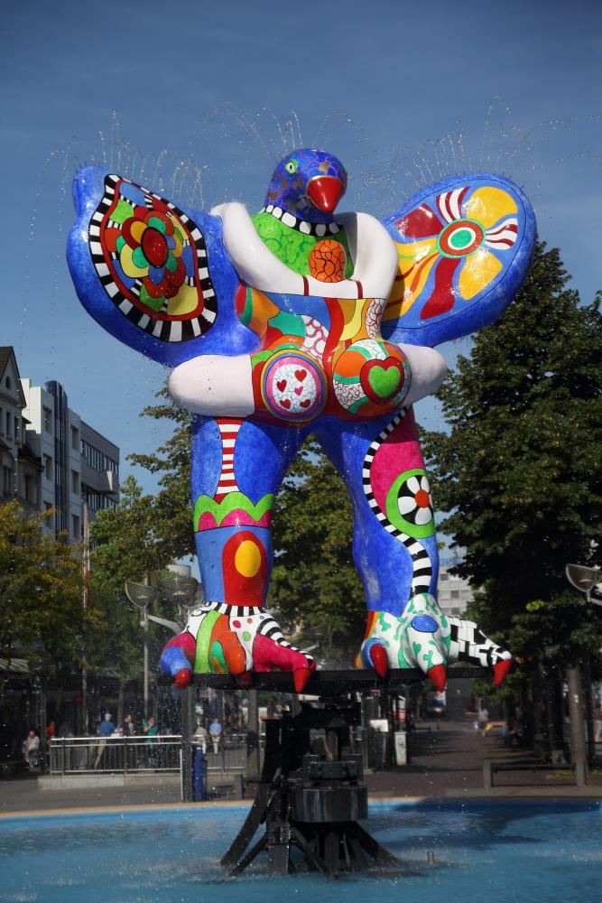 Lifesaver Brunnen von Niki de Saint Phalle in Duisburg ...