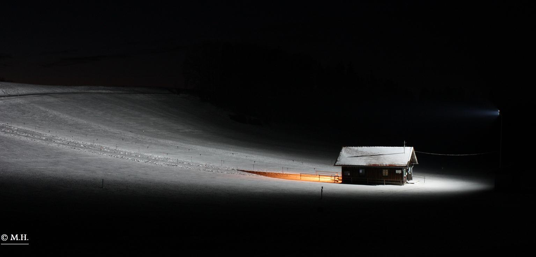 Lifthütte bei Nacht