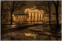 [lights of berlin - brandenburger tor - reflection]