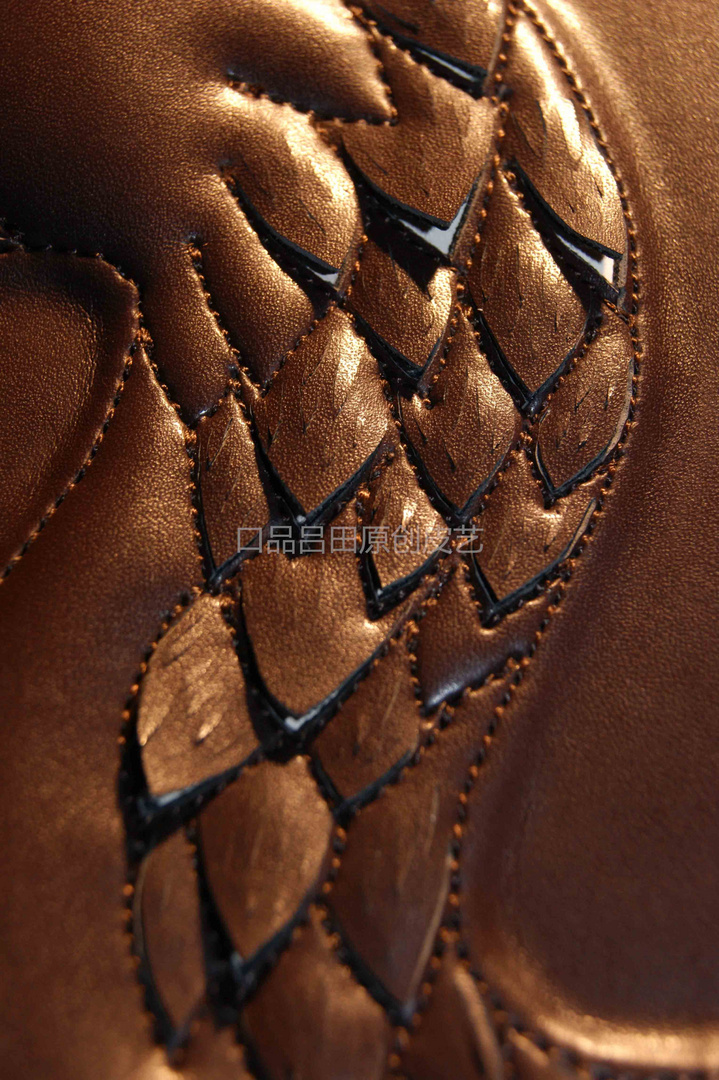 Like a fish scales Leather carving process