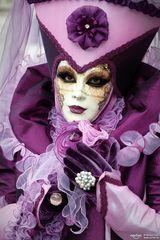 Lila Maske
