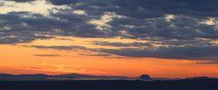 Lilienstein, Elbemorgennegbel und schöne dunkle Wolken...