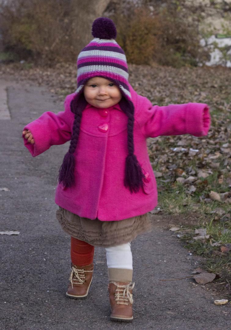 Lilly erkundet den Herbst