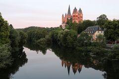Limburger Dom  (Spiegelung am Tag)