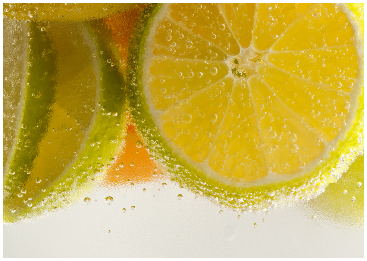 Limetten im Wasser