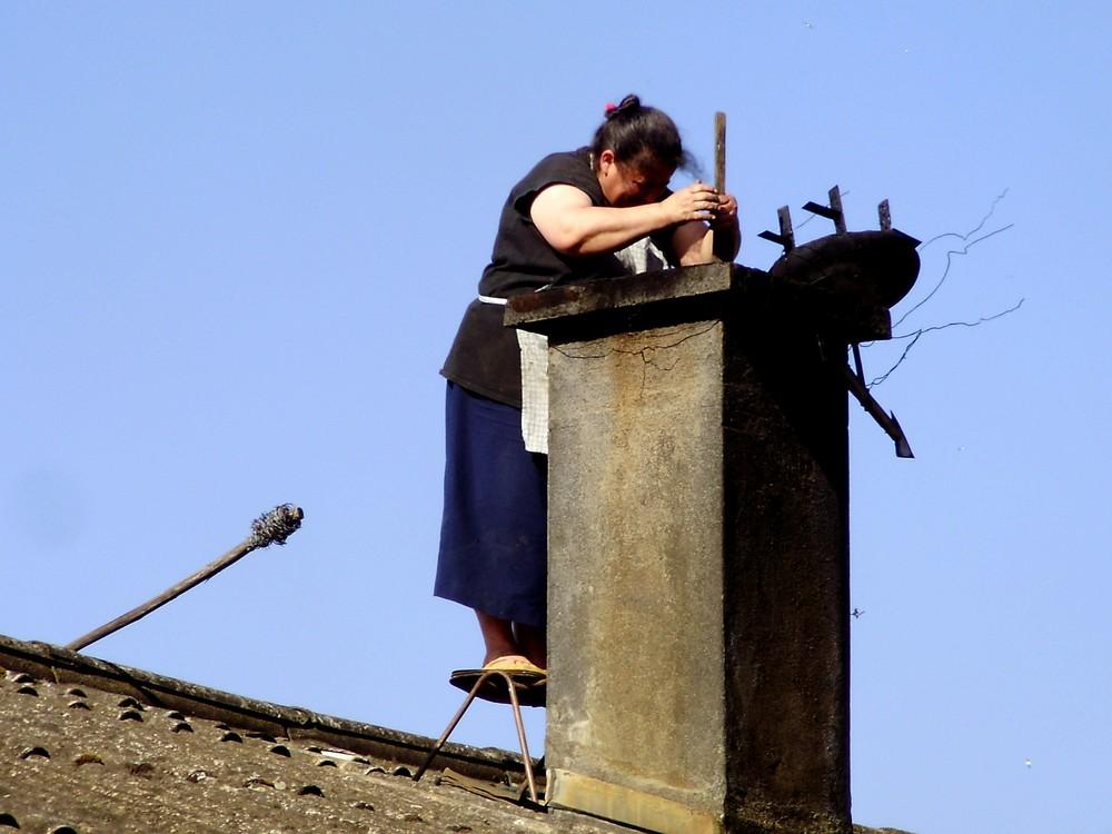 Limpiando La Chimenea Imagen & Foto | mujeres, personas Fotos de ...