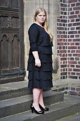 Lina an der Kirche 4