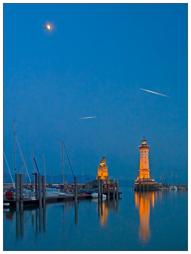"""Lindauer Hafen zur """"blue hour"""""""