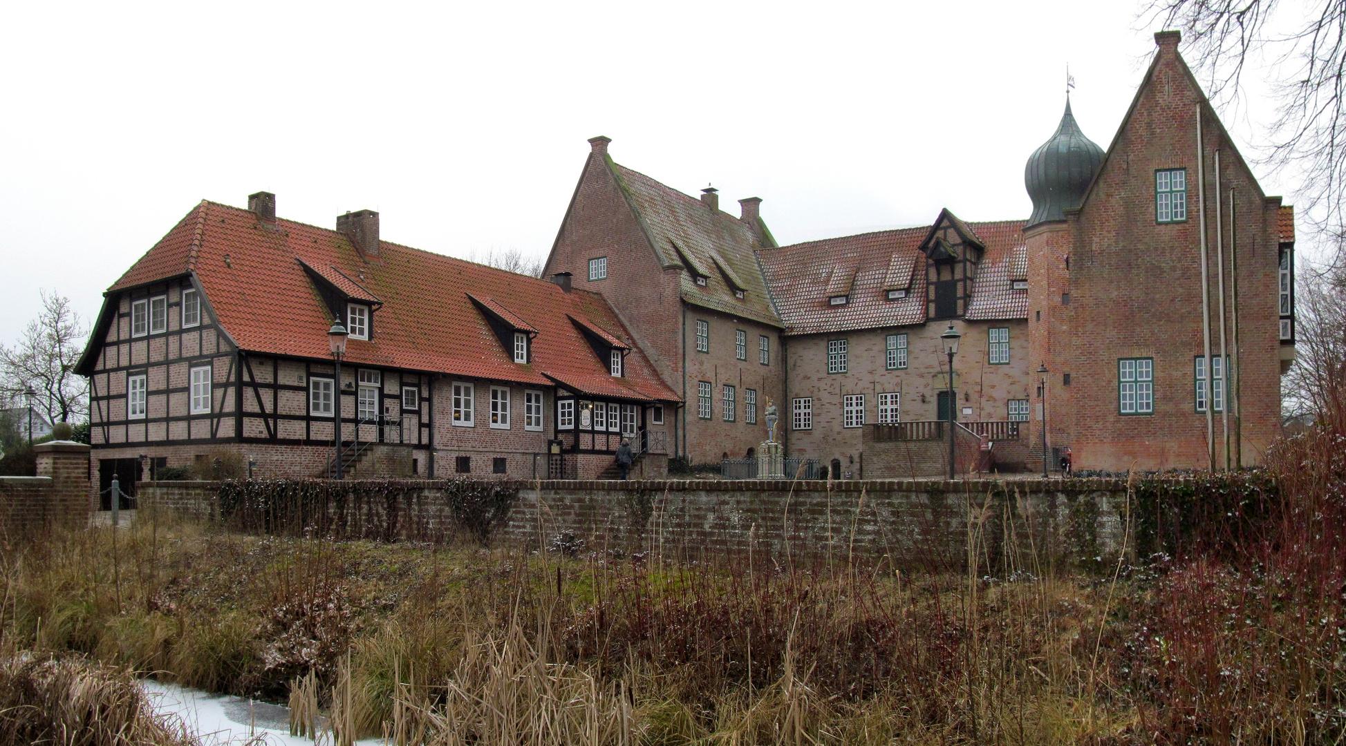 links ist die Burgschänke .... Foto & Bild | world, fenster, winter ...