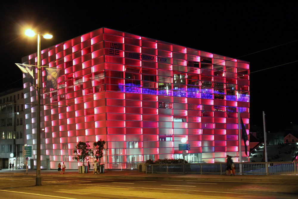 Linz - Ars Electronica Center Rot