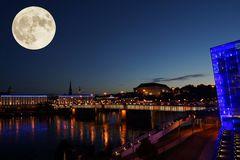 Linz bei Nacht mit Supermond