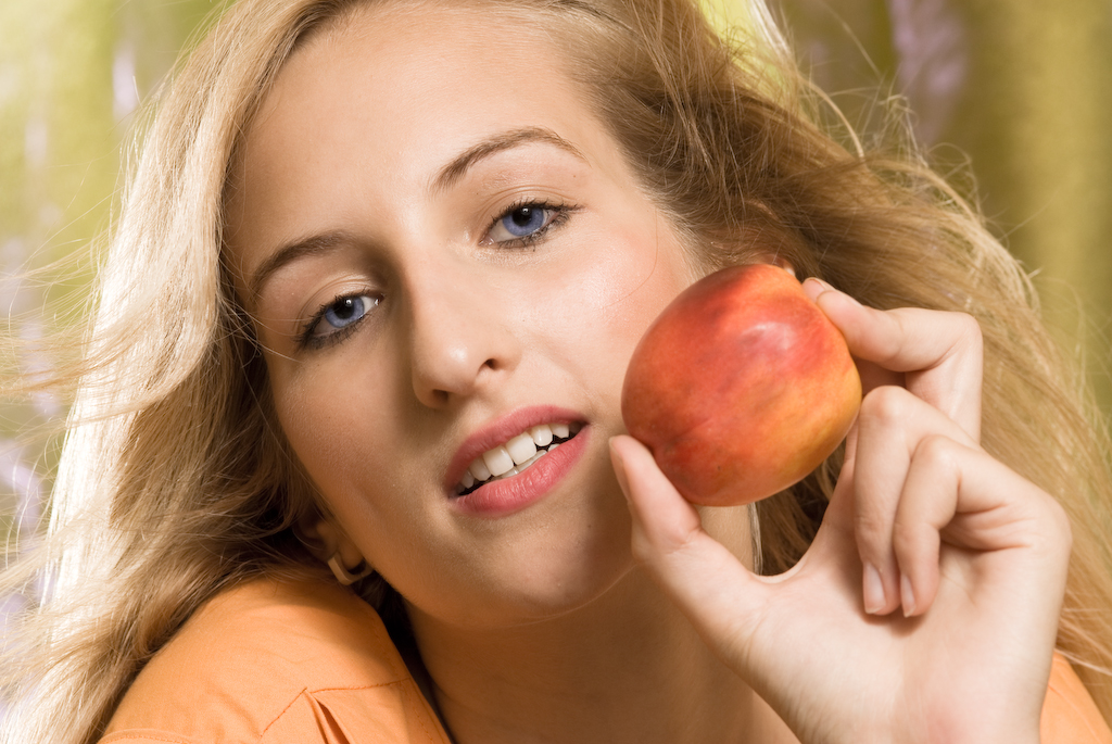Lisa mit Apfel
