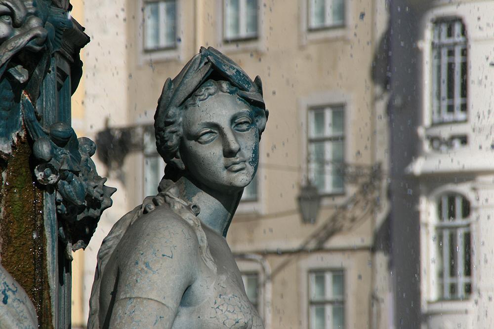 Lisboa - Brunnenfigur am Rossio