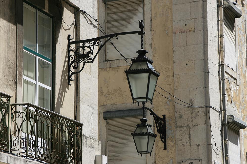 Lisboa - Lampen im Baixa-Viertel