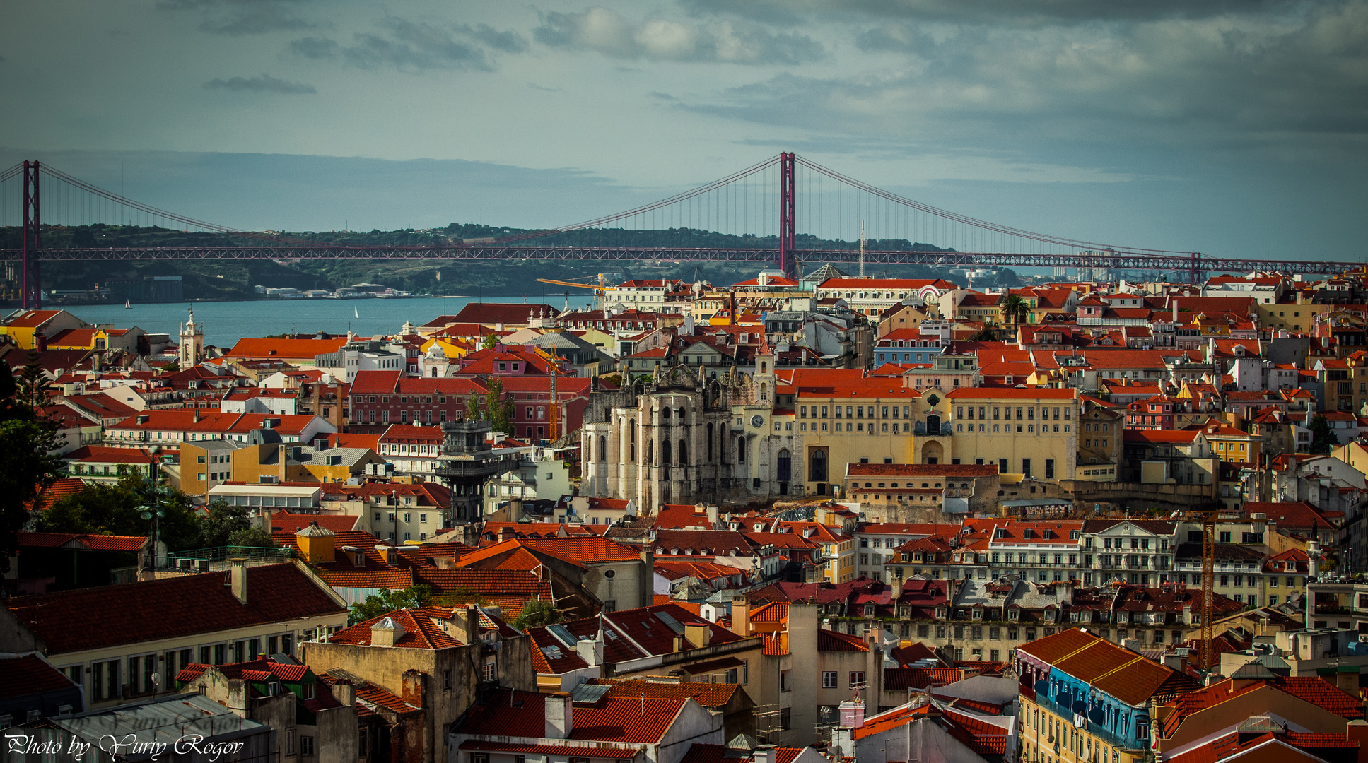 Lisbon (in the distance the 25 Abril Bridge) view from Graça