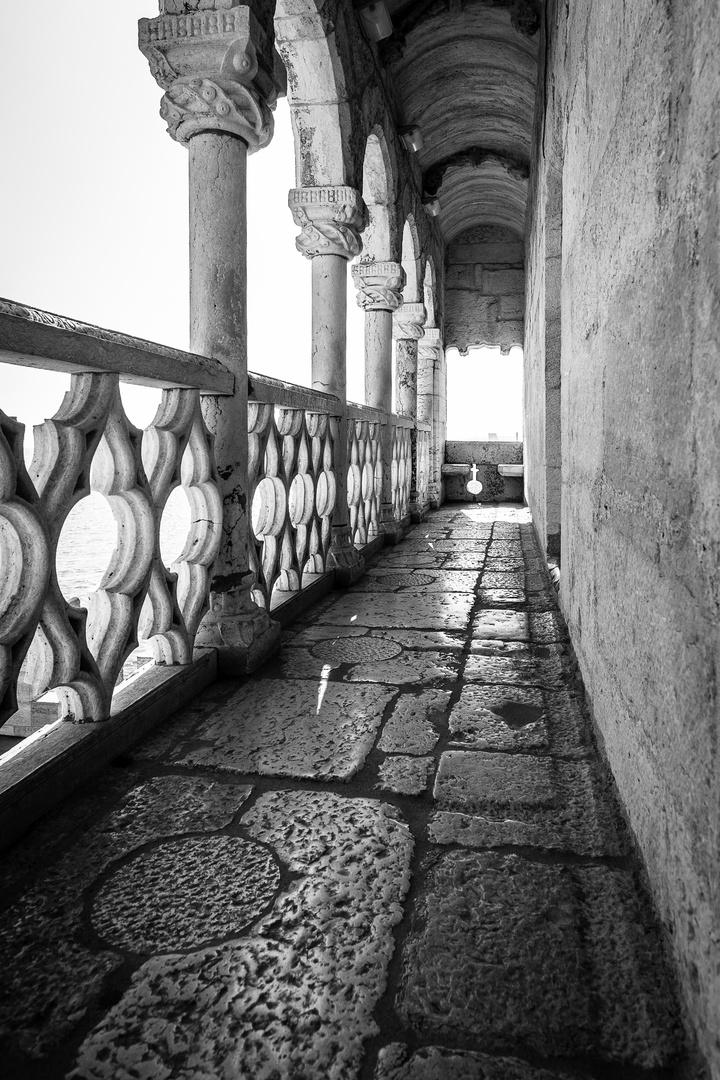 Lisbonne, tour de Belém, couloir extérieur.